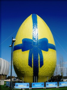 guinness_record_worlds_largest_decorated_easter_egg_freeport20_alcochete_portugal_2008-3lg